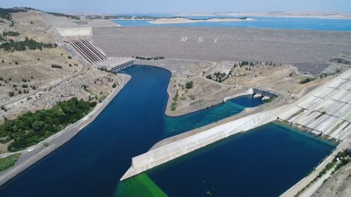 0x0-water-level-at-turkeys-ataturk-dam-hits-7-year-high-after-rainfall-above-average-1559730977070.jpg